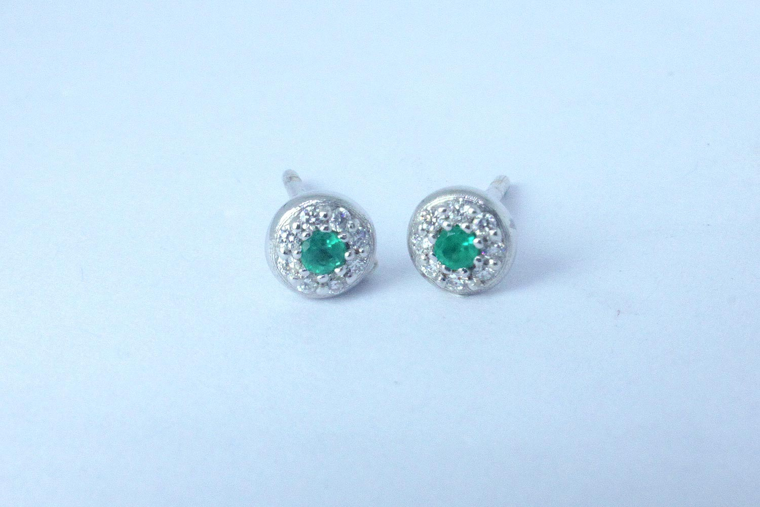 White gold earrings Bold collection with diamond and central emerald